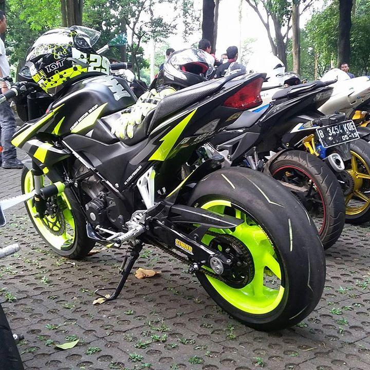 Modifikasi Old CB150R Ala Ducati Monster Hitam Stabilo
