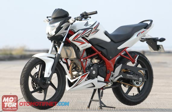 Modifikasi Honda Old CB150R Streetfire Fairing R125