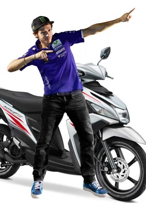 Valentino-Rossi-bergaya-Zett-Yamaha-Mio-Z-di-Indonesia-International-Motor-Show-IIMS-2016-pertamax7.com_-470x655