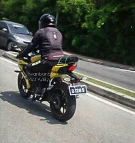 yamaha-new-R15-kuning-2-434x460.jpg